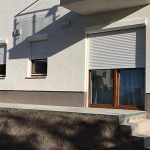 Motoros redőnybeépítés, újépítésű házakban.